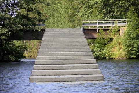 Väinö Peltonen - Portaat sillalle